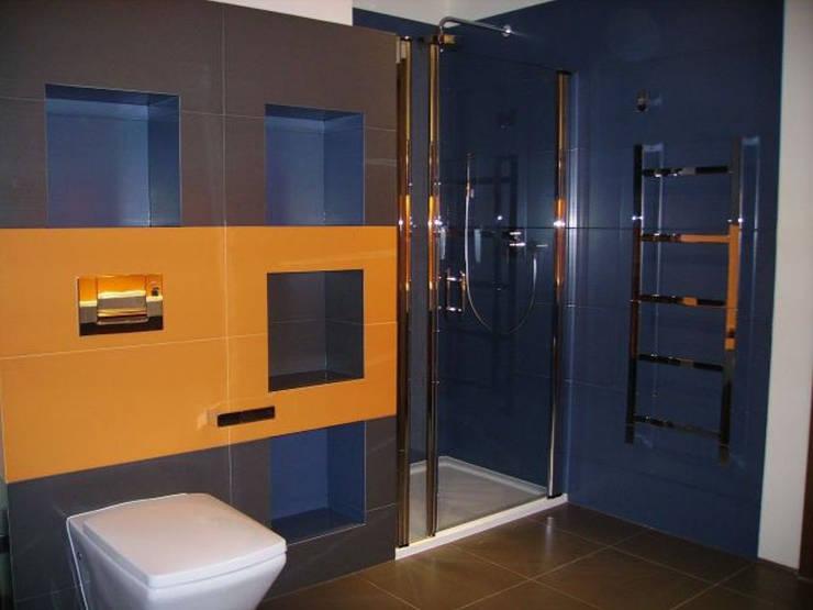 Dom w Laskach: styl , w kategorii Łazienka zaprojektowany przez atz-studio