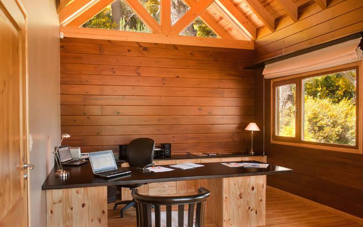 Рабочие кабинеты в . Автор – Patagonia Log Homes