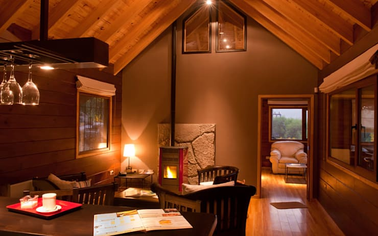 Otros interiores de Patagonia Log Homes: Estudios y oficinas de estilo  por Patagonia Log Homes - Arquitectos - Neuquén
