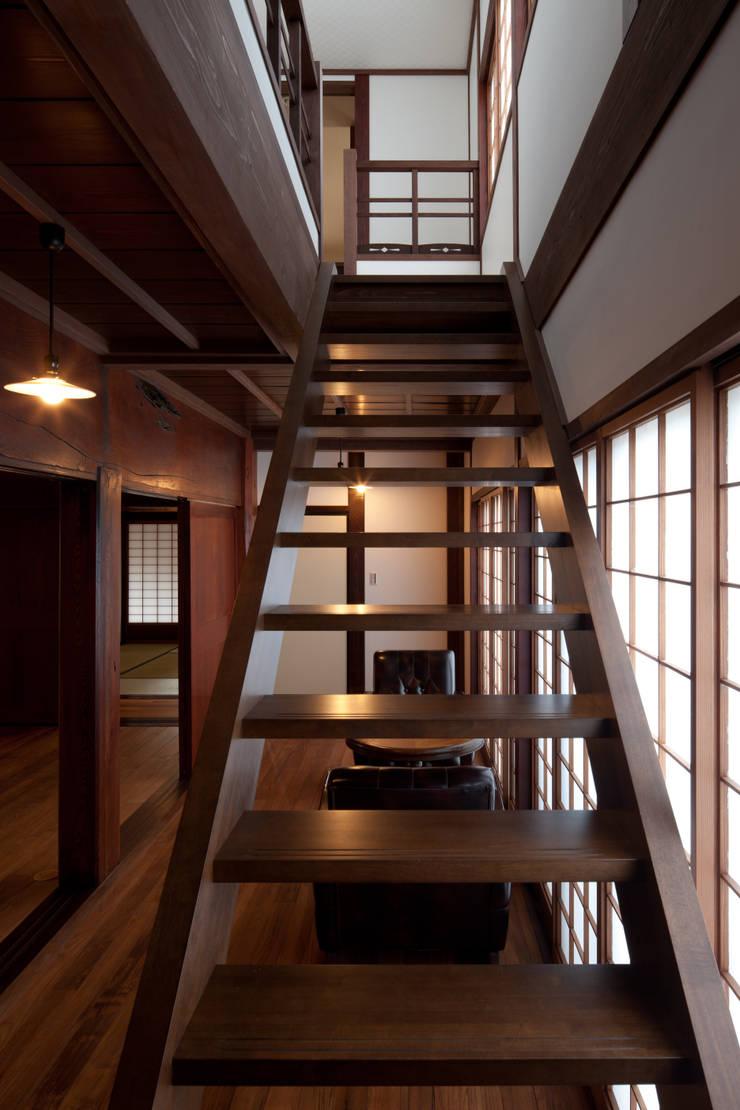 階段室1: 杉江直樹設計室が手掛けたです。