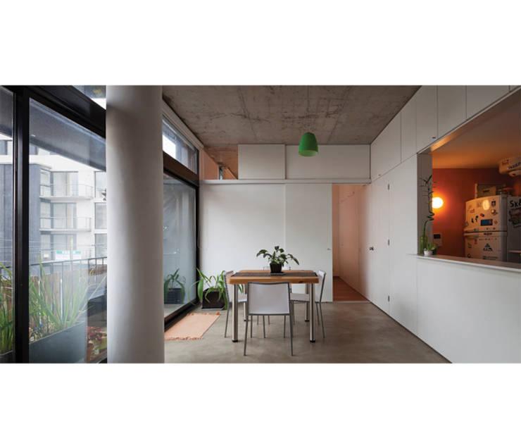 Quintana 4598: Livings de estilo  por IR arquitectura,Moderno Caliza