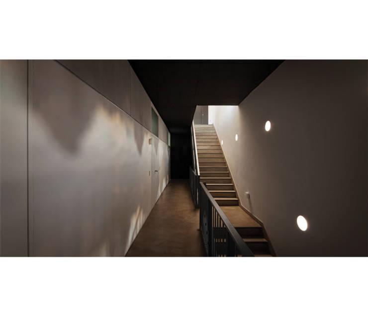 Quintana 4598: Pasillos y recibidores de estilo  por IR arquitectura,Moderno Madera Acabado en madera