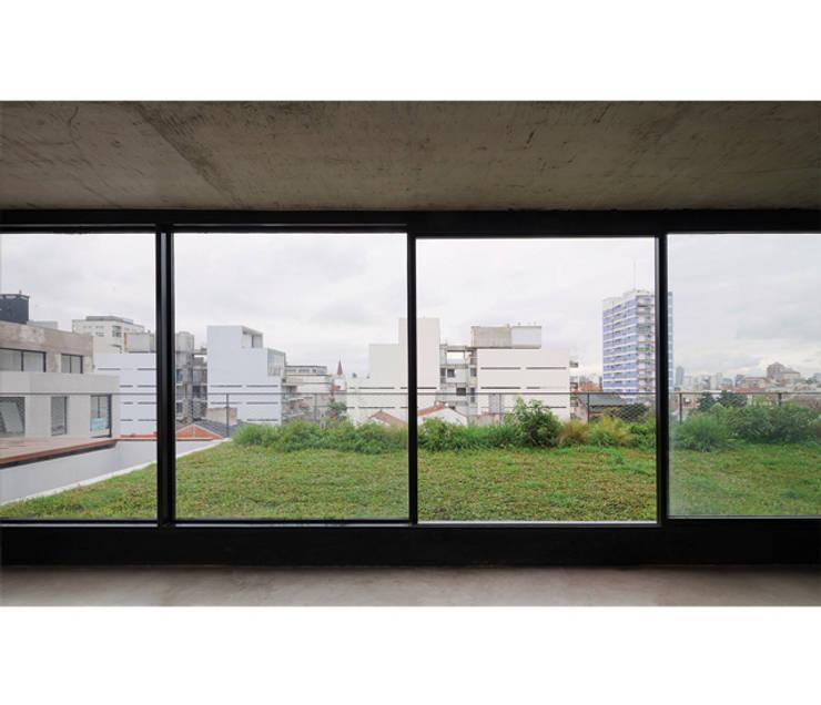 Quintana 4598: Jardines de invierno de estilo  por IR arquitectura,Moderno Vidrio