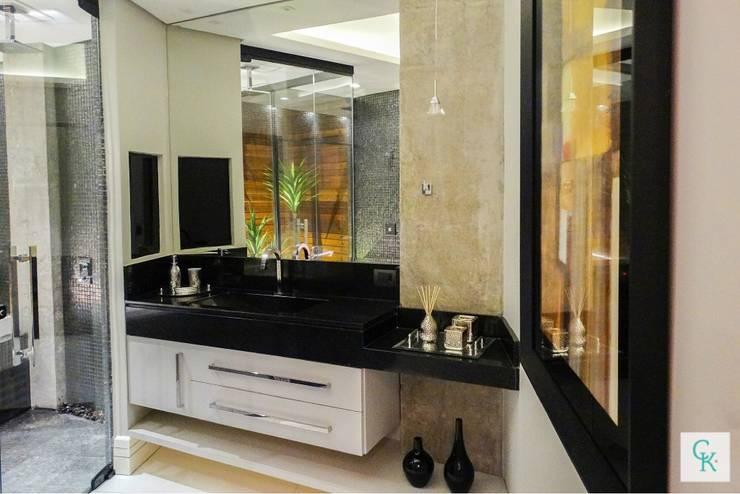 APÊ RC | Suíte Master : Banheiros modernos por CAROLINA KLEEBERG