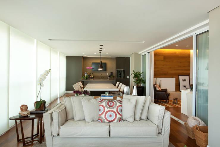 Apartamento no Alto da Lapa: Terraços  por Liliana Zenaro Interiores,