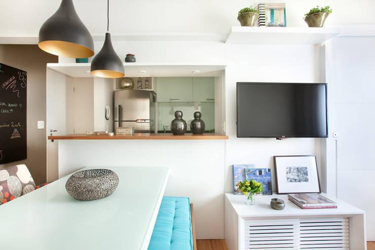 Apartamento no Brooklin, São Paulo: Salas de estar  por Liliana Zenaro Interiores,Moderno