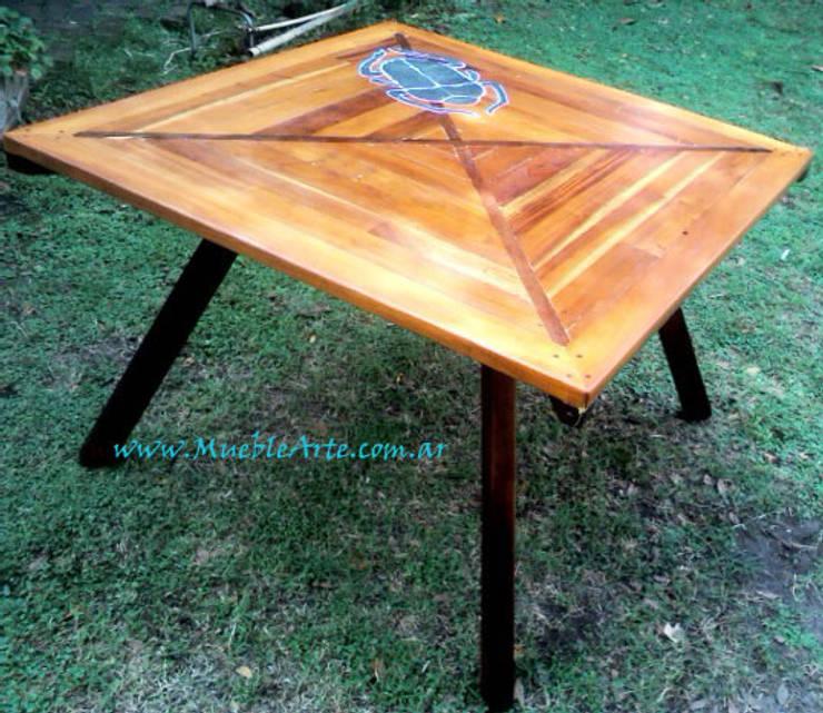 Mesa comedor hecha con madera reciclada y piedra.: Comedores de estilo  por MuebleArte