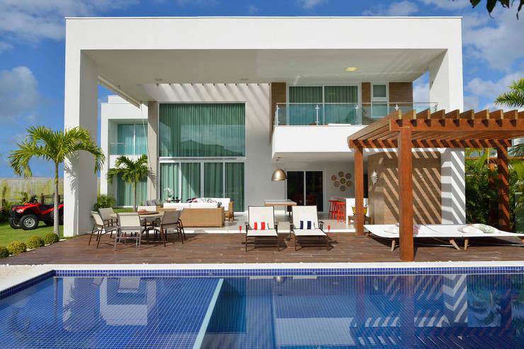 Fachada frontal: Casas modernas por Pinheiro Martinez Arquitetura