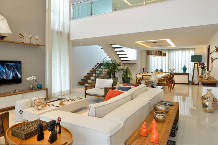 Living: Salas de estar modernas por Pinheiro Martinez Arquitetura