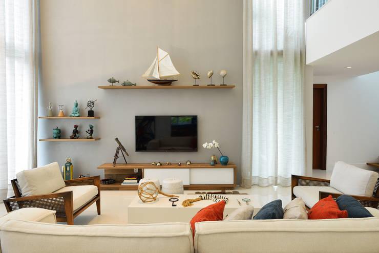 Sala de estar: Salas de estar modernas por Pinheiro Martinez Arquitetura