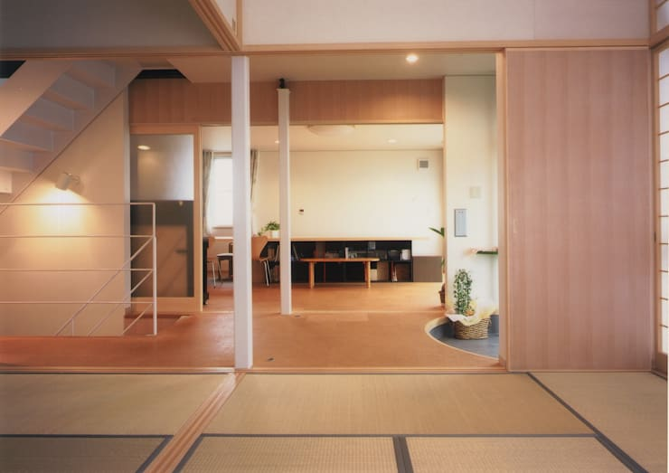 Salas multimídia  por 原 空間工作所 HARA Urban Space Factory