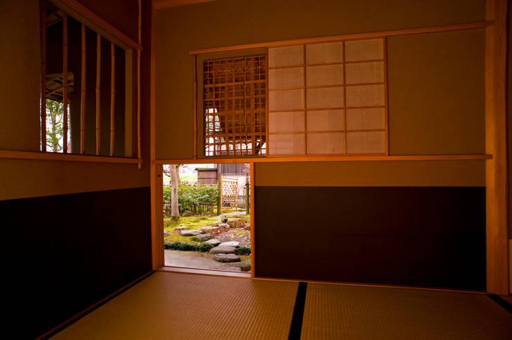 隆庵 クラシックデザインの 多目的室 の 一級建築士事務所 M工房 クラシック