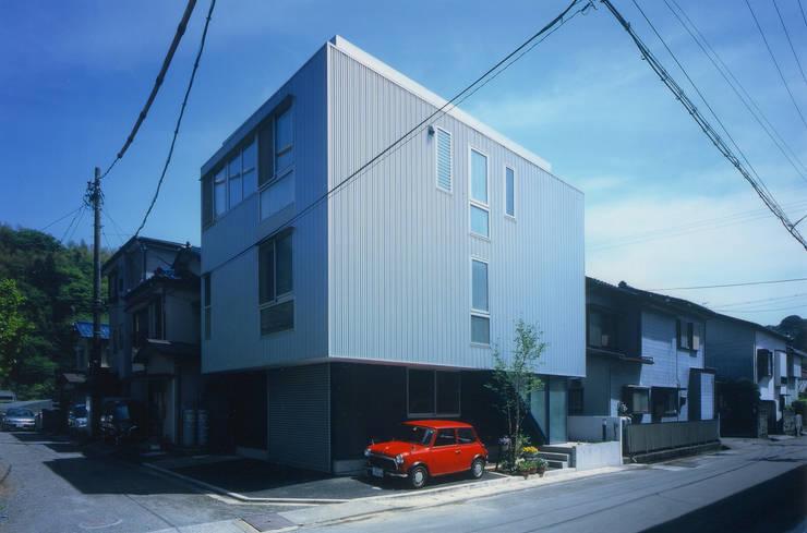 外観(北西): 原 空間工作所 HARA Urban Space Factoryが手掛けた家です。,モダン アルミニウム/亜鉛