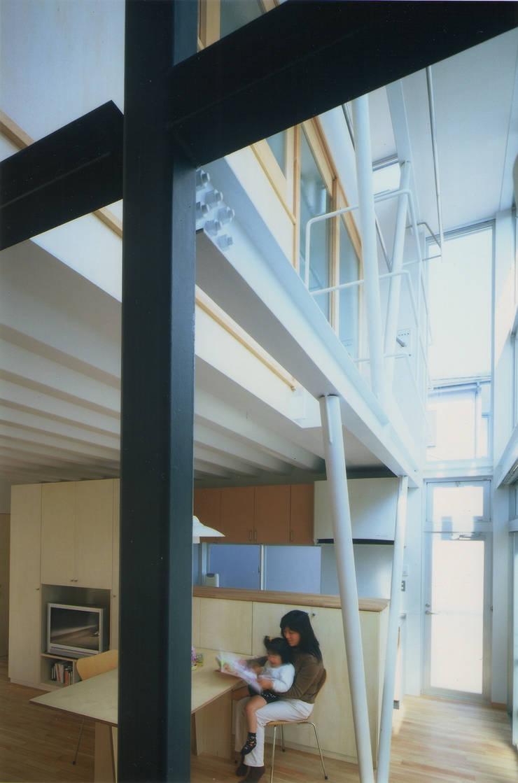 リビング・ダイニング: 原 空間工作所 HARA Urban Space Factoryが手掛けたリビングです。,モダン 鉄/鋼