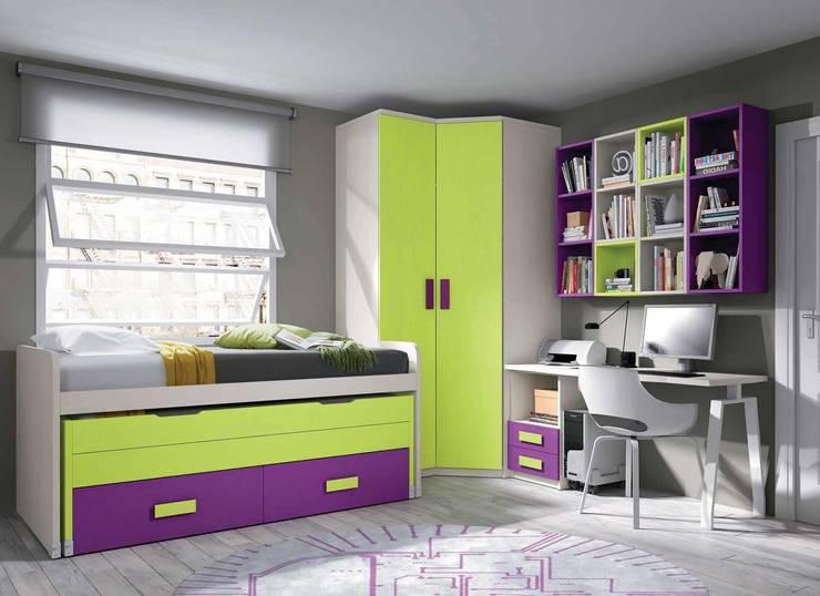 Composición juvenil multicolor con armario de rincón: Dormitorios infantiles de estilo  de CREA Y DECORA MUEBLES