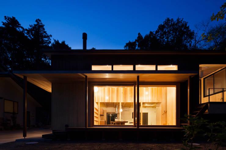 夜景: HAN環境・建築設計事務所が手掛けた家です。