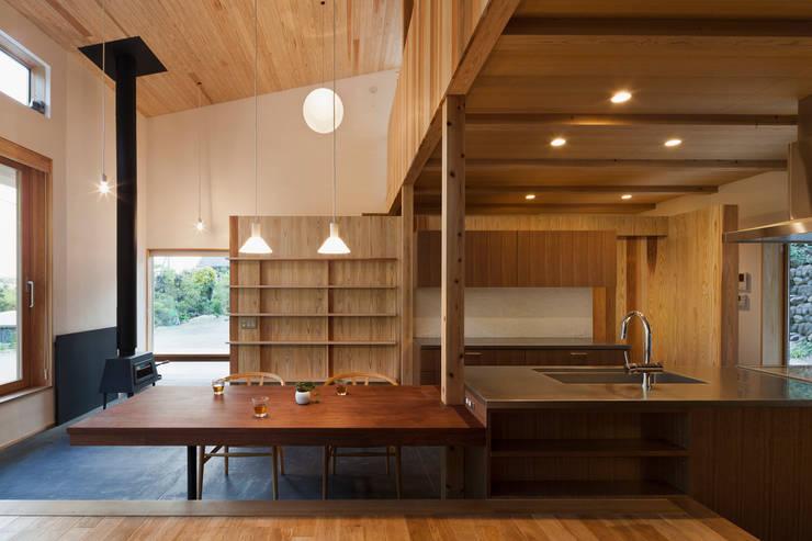 Kitchen by HAN環境・建築設計事務所