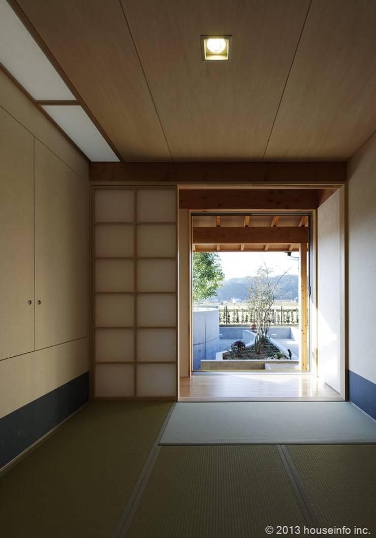 和室: (株)ハウスインフォが手掛けた和室です。,
