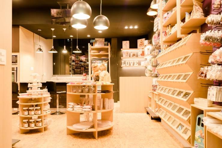 BAKE IT SHOP: Espacios comerciales de estilo  por Mono Studio