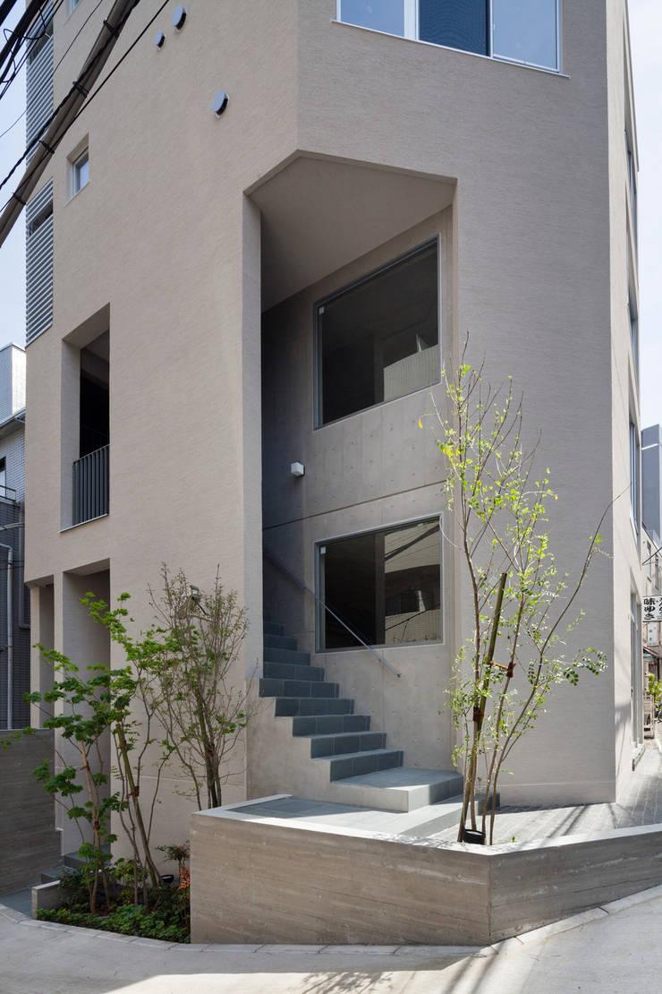 2階テナント階段: HAN環境・建築設計事務所が手掛けた家です。,