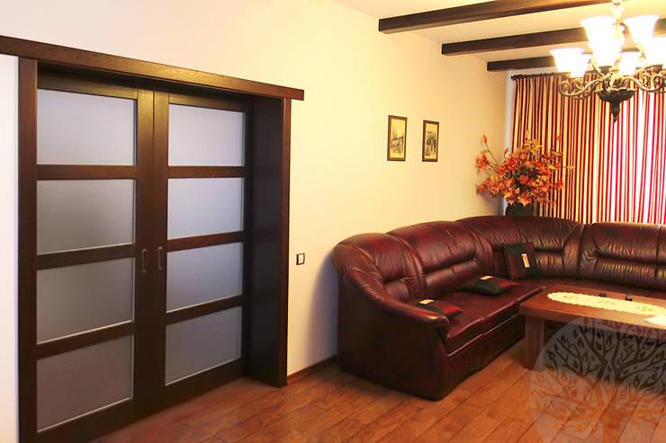 Лестница и мебель в интерьере: Гостиная в . Автор – Lesomodul