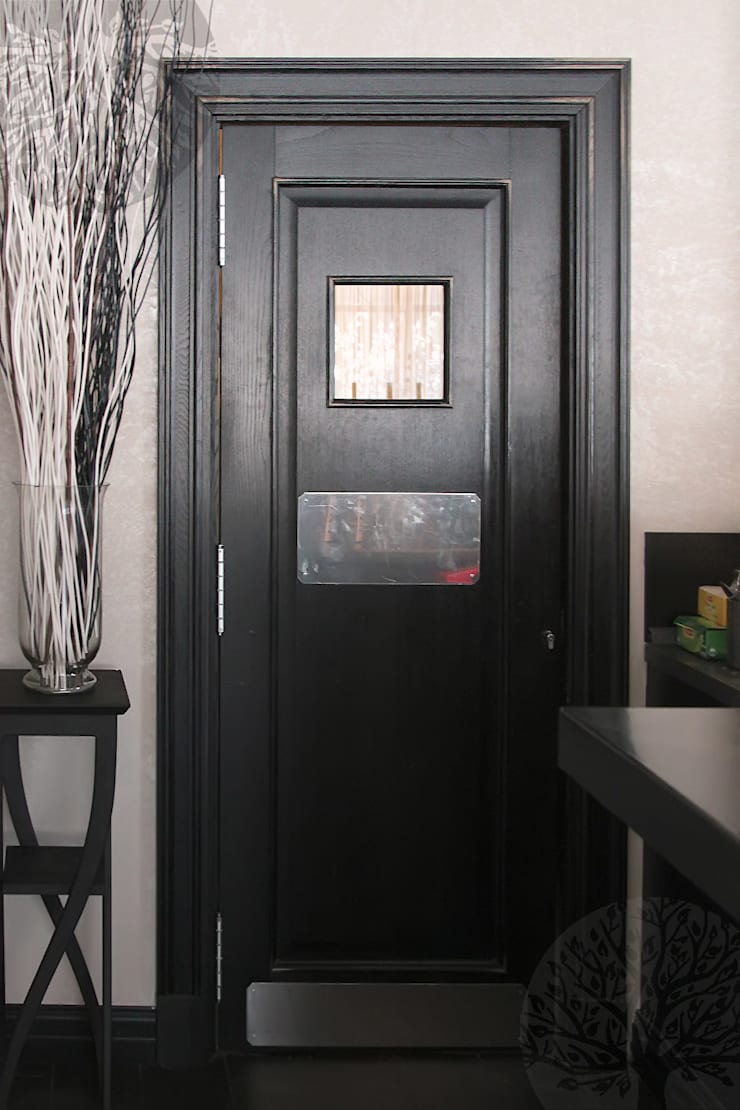 Деревянный интерьер для ресторана: Окна и двери в . Автор – Lesomodul,
