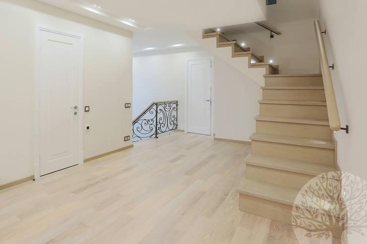 Двери в современном стиле ЖК «Суханово парк»: Прихожая, коридор и лестницы в . Автор – Lesomodul