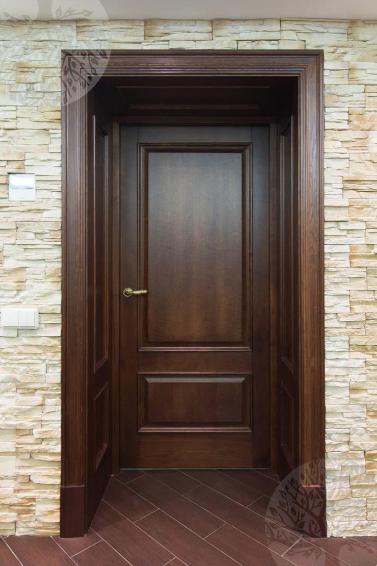 Двери из дуба в классическом интерьере: Комната для спорта в . Автор – Lesomodul