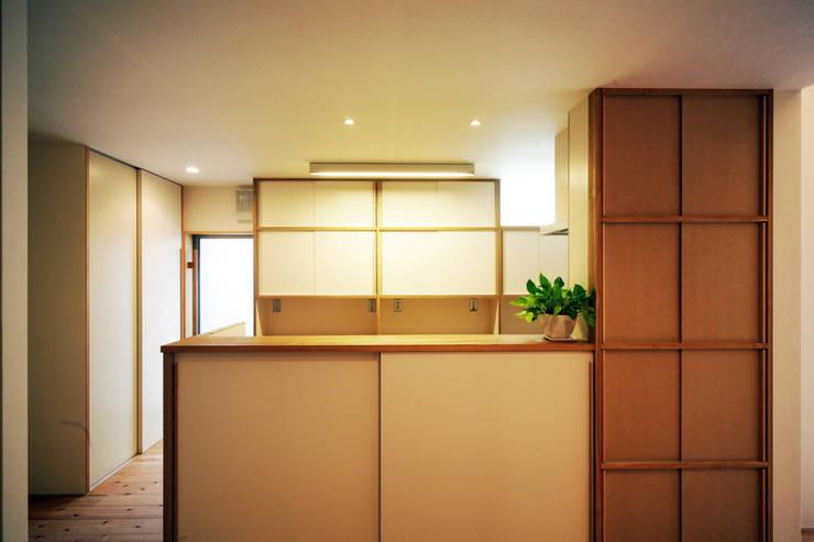 糀谷の家: 一級建築士事務所やしろ設計室が手掛けた廊下 & 玄関です。