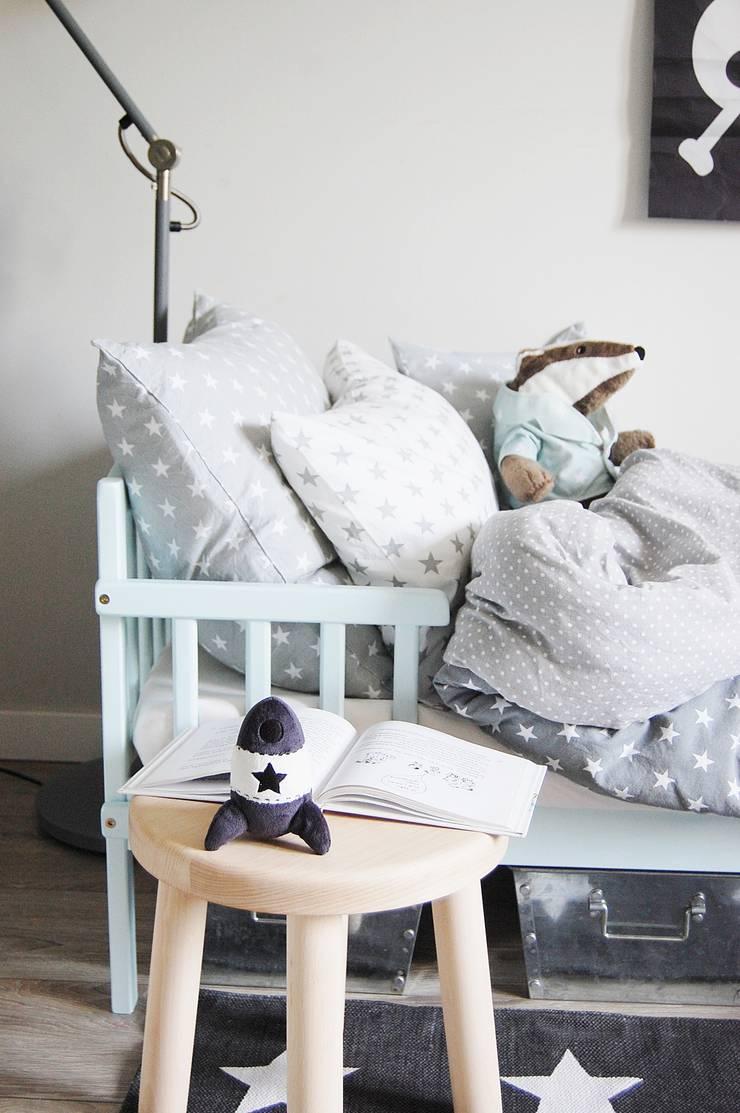 Pościel w gwiazdki i groszki: styl , w kategorii Pokój dziecięcy zaprojektowany przez Dots My Love