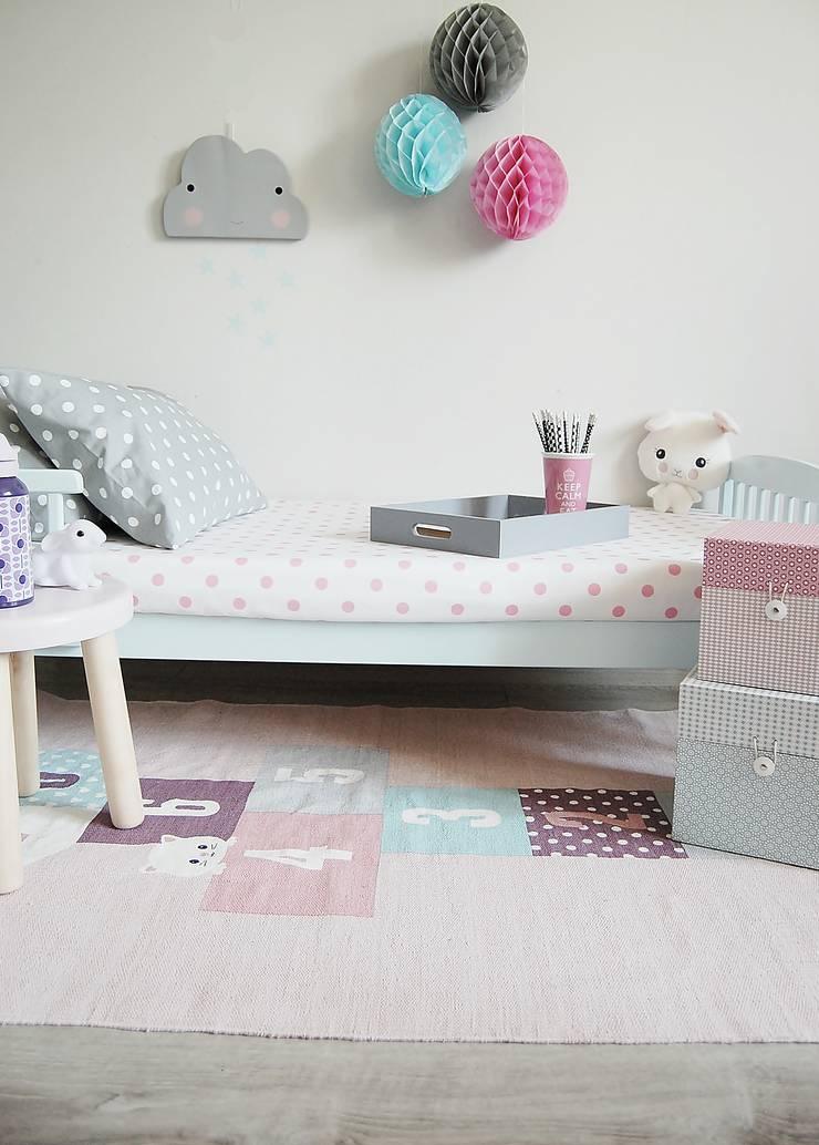 Prześcieradło w różowe grochy: styl , w kategorii Pokój dziecięcy zaprojektowany przez Dots My Love