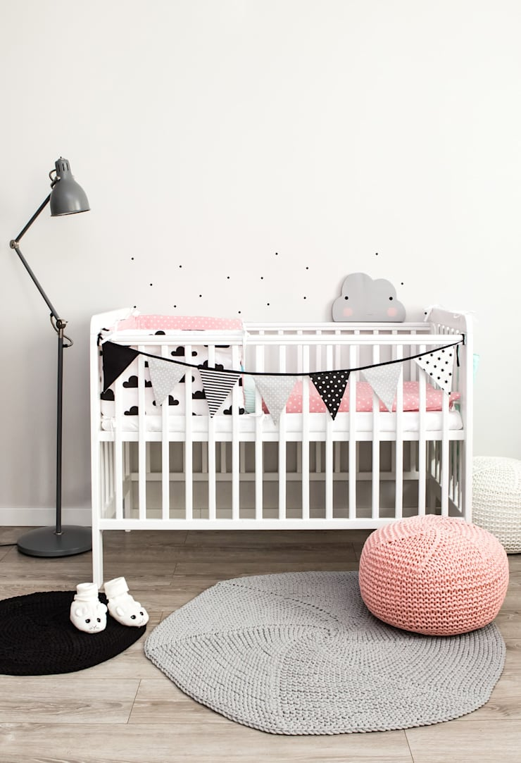 Ochraniacz w czarne chmurki: styl , w kategorii Pokój dziecięcy zaprojektowany przez Dots My Love,