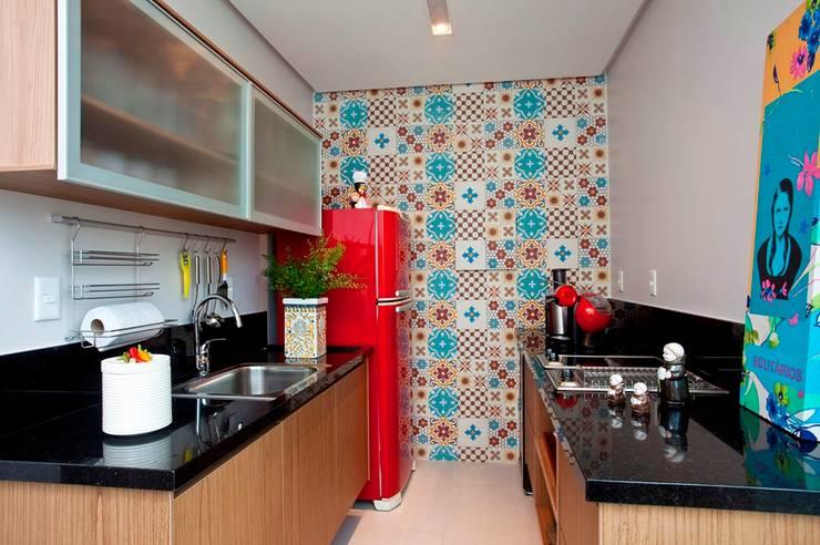 Cocina de estilo  por Escritório de Arquitetura e Interiores Janete Chaoui