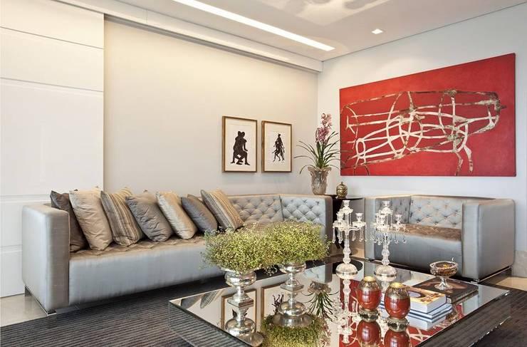 Sala de Estar: Salas de estar  por Escritório de Arquitetura e Interiores Janete Chaoui