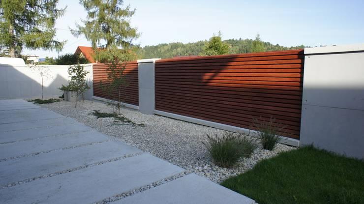 Casas de estilo moderno por Contractors