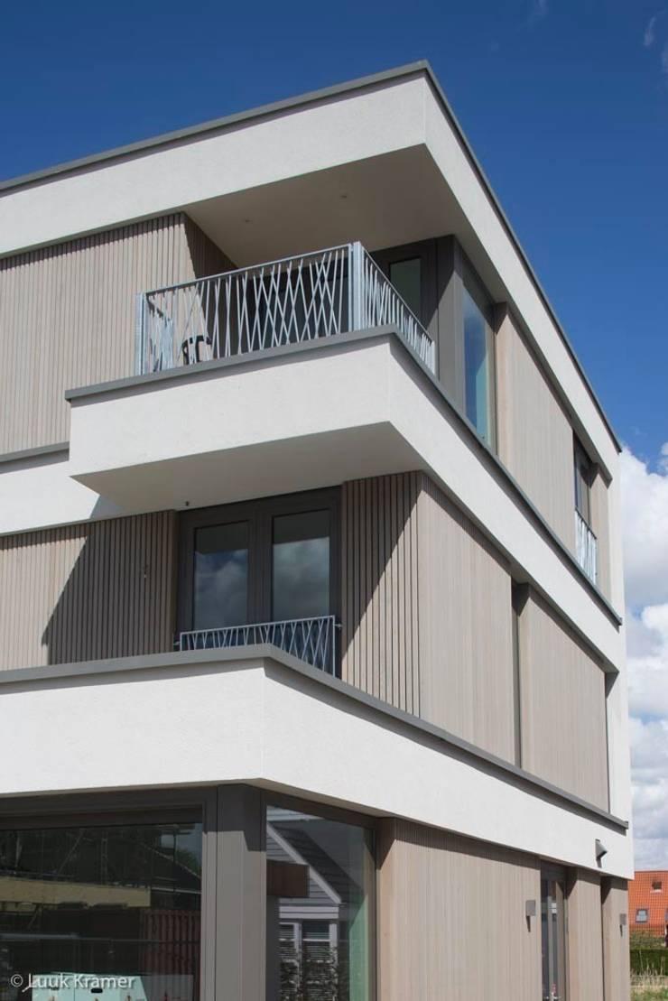 Villa's Gele Lis_05:  Huizen door HOYT architecten, Modern