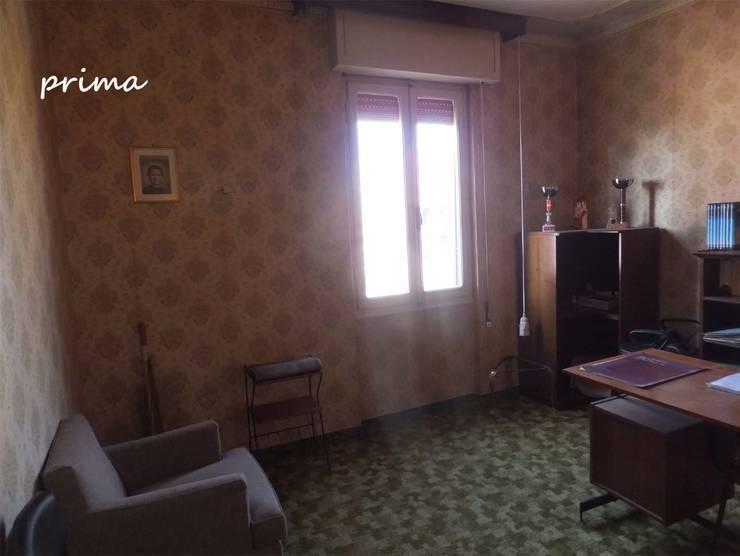 Camera da letto PRIMA:  in stile  di EFFEtto Home Staging