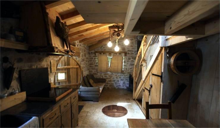 Sala de estar  por Cabanes du Varon
