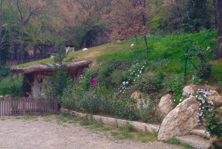 Varanda, alpendre e terraço  por Cabanes du Varon