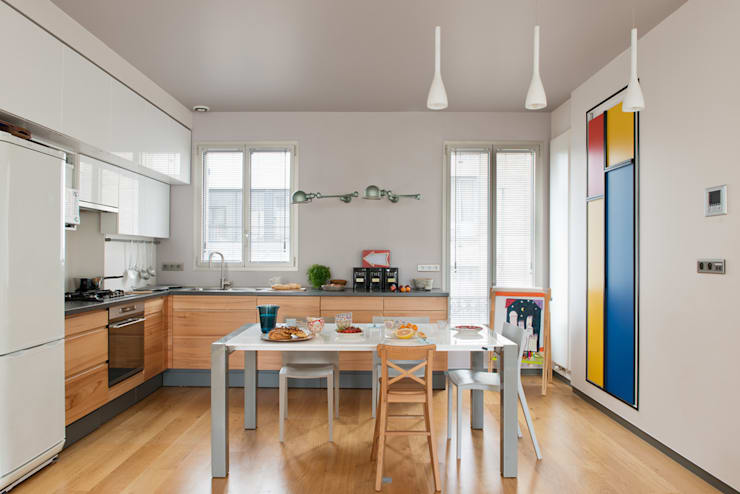 Cucina in stile in stile Moderno di MELANIE LALLEMAND ARCHITECTURES
