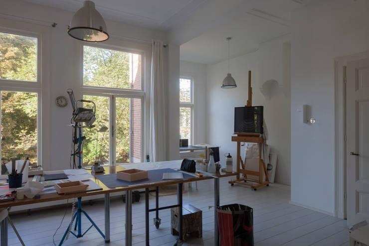 GLAZEN UITBOUW DUINWEG_05: moderne Studeerkamer/kantoor door HOYT architecten