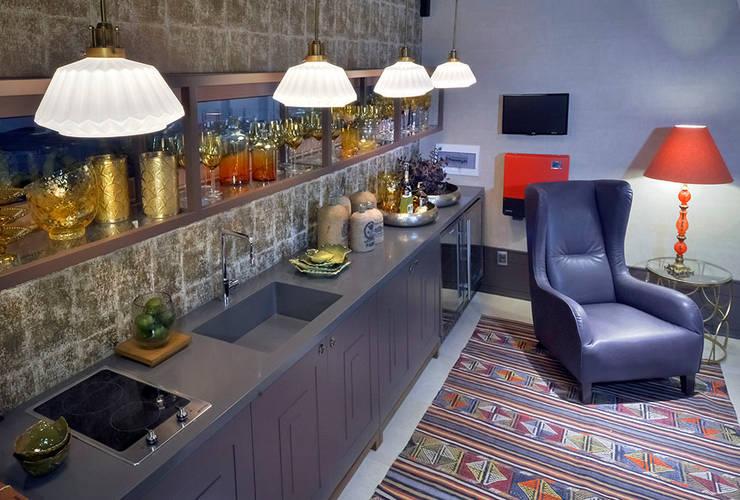 Loft Sustentável - Ambiente da Casa Cor SC  2015: Cozinha  por Studium Saut Arte & Interiores