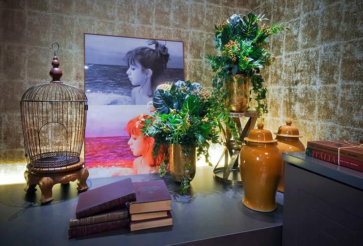 Wohnzimmer von Studium Saut Arte & Interiores
