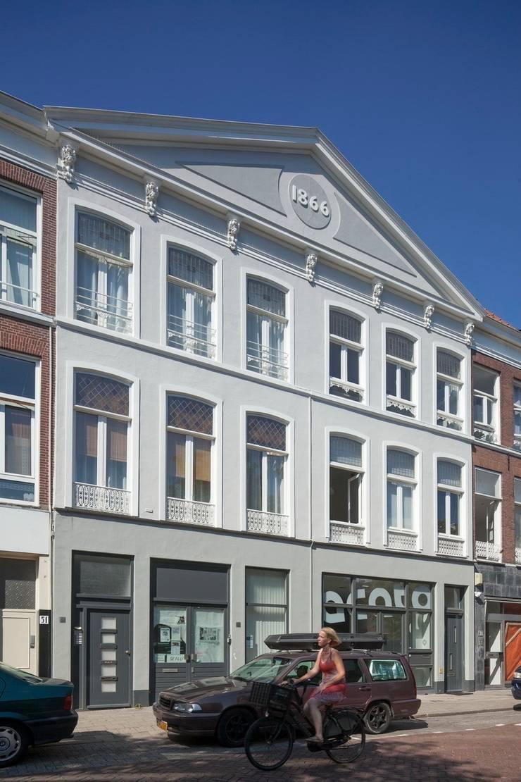 TRANSFORMATIE VAN KERK NAAR KANTOOR_03:  Kantoorgebouwen door HOYT architecten, Modern