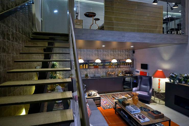Flur, Diele & Treppenhaus von Studium Saut Arte & Interiores