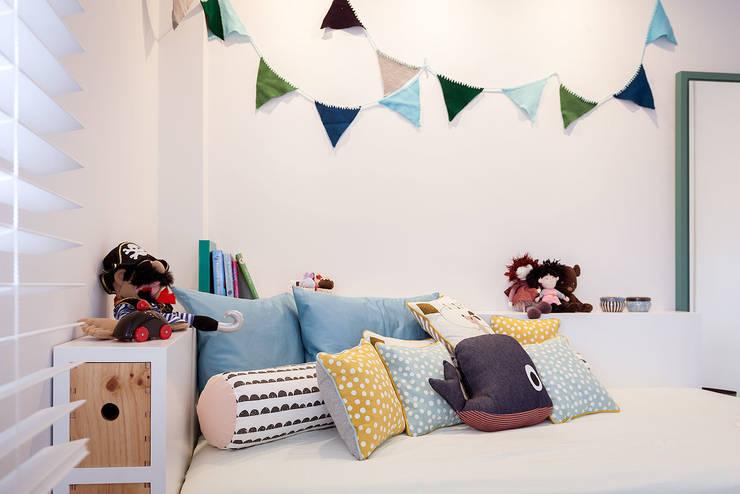 Vivienda unifamiliar en Berango: Dormitorios infantiles de estilo moderno de URBANA 15