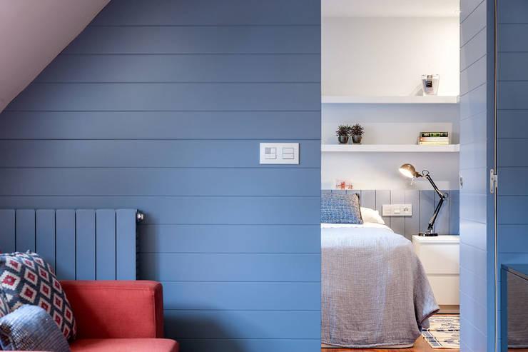 Apartamento 45m2 en el Ensanche de Bilbao: Dormitorios de estilo moderno de URBANA 15