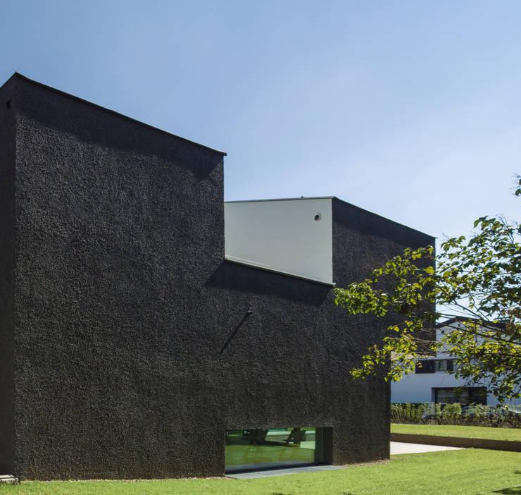 Krailing: moderne Häuser von Unterlandstättner Architekten