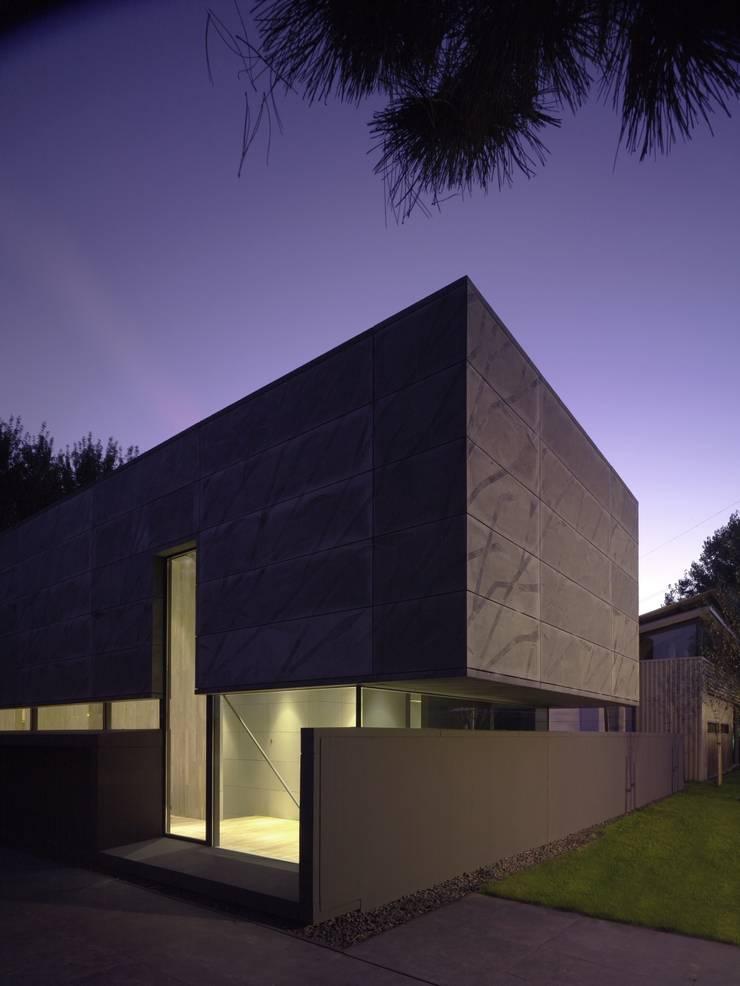 Project X Almere:  Huizen door Rene van Zuuk Architekten bv, Modern