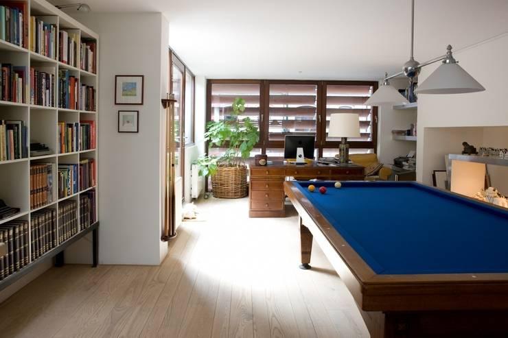 WOONHUIS MET FOTOSTUDIO_07:  Studeerkamer/kantoor door HOYT architecten